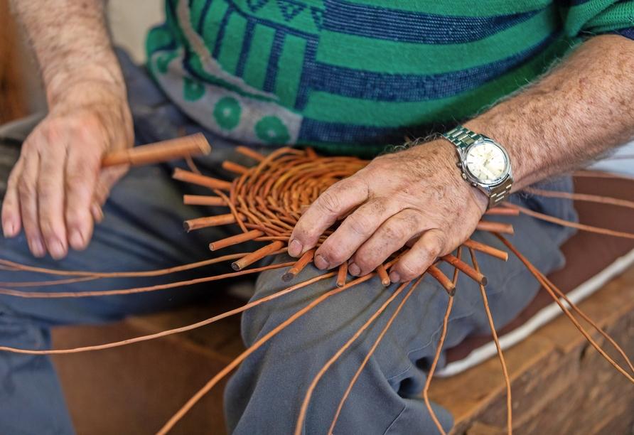 In Camacha können Sie in die traditionelle Kunst des Korbflechtens eintauchen.