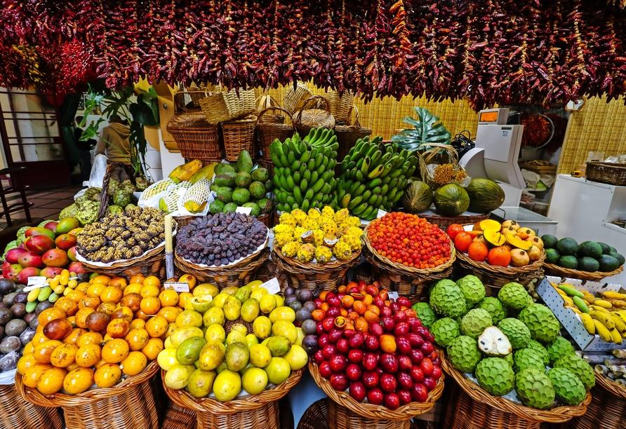 In der Markthalle Mercado dos Lavradores in Funchal können Sie allerhand Leckereien erstehen.