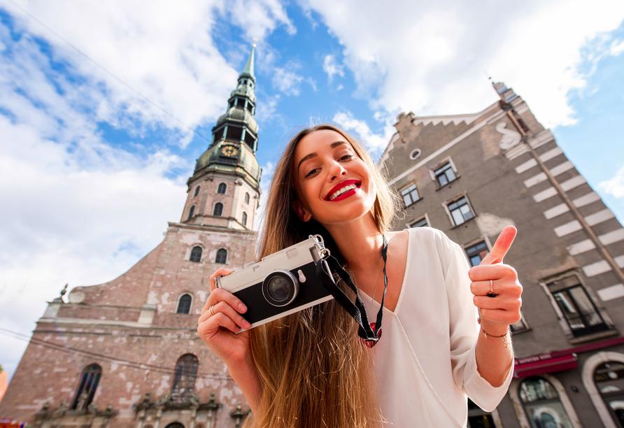 Bestaunen Sie die Petrikirche in der Altstadt von Riga.