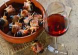 Genießen Sie während Ihres Urlaubs in Portugal leckere Tapas und Portwein.