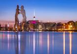 HSH Hotel Apartments Mitte Berlin, Molecule Man und Skyline von Berlin