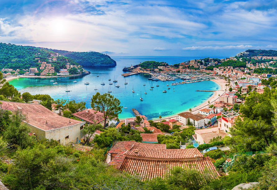 Panoramablick auf Port de Sóller auf Mallorca