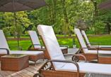 Auch auf der Liegewiese des Vitalhotels Sonneck lässt es sich wunderbar entspannen.