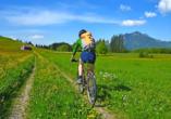 Die Landschaft des Allgäus eignet sich ideal für Naturerkundungen auf zwei Rädern.
