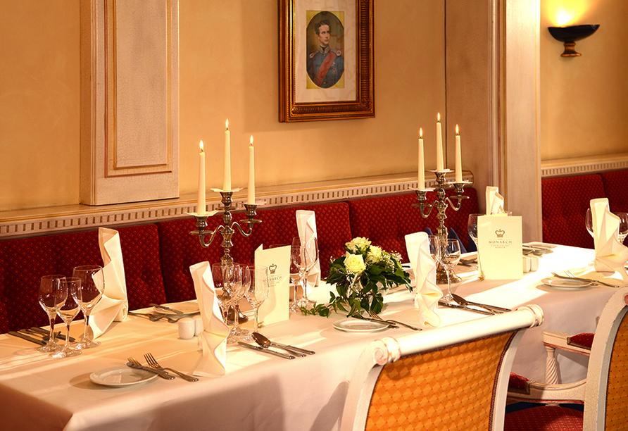 The Monarch Hotel, Restaurantbeispiel