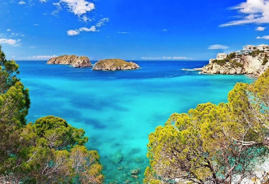 Auf Mallorca erwarten Sie wunderschöne Ausblicke – hier auf eine Bucht bei Santa Ponça.