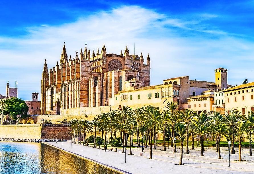 Eine Sehenswürdigekeit, die Sie sich in Palma de Mallorca nicht entgehen lassen sollten – die Kathedrale der Heiligen Maria.
