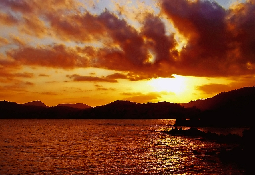Auf Mallorca können Sie wunderschöne Sonnenuntergänge erleben.