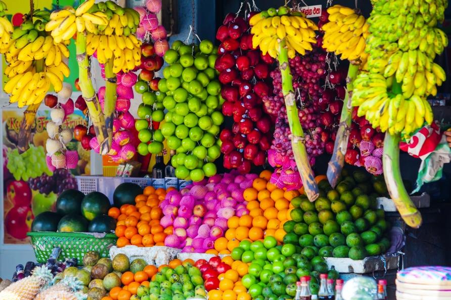Frisches und farbenfrohes Obst finden Sie auf den lokalen Märkten.