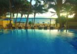 Außenpool vom Beispielhotel Beacon Beach Resort