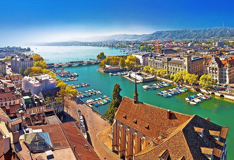Erholen Sie sich zwischen Shopping und Sightseeing am schönen Zürichsee.