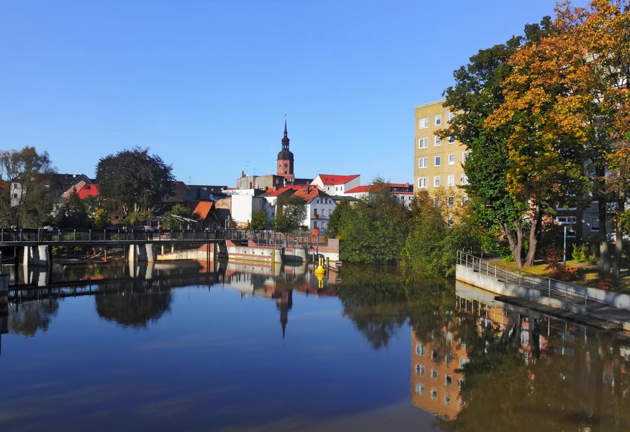 Statten Sie der schönen Stadt Spremberg einen kleinen Besuch ab, sie ist nur rund 20 km entfernt.