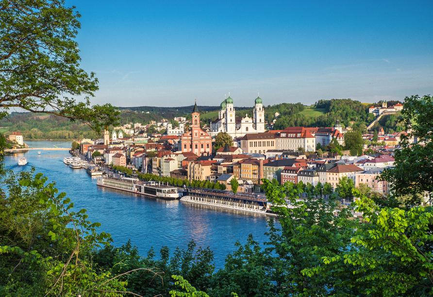 Zu einem Ausflug lädt die schöne Drei-Flüsse-Stadt Passau ein.