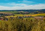 Bad Griesbach liegt inmitten einer idyllischen Hügellandschaft.