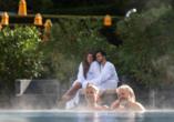 Das Hotel ist über einen beheizten Bademantelgang mit der Wohlfühl-Therme Bad Griesbach verbunden.