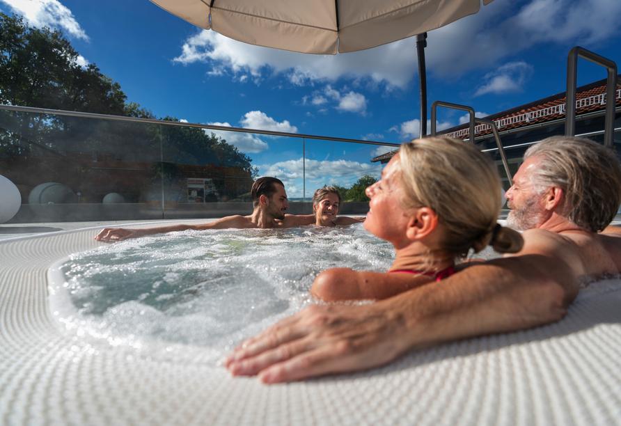 In der Wohlfühl-Therme Bad Griesbach erwarten Sie rund 1.700 m² Thermalwasserfläche.