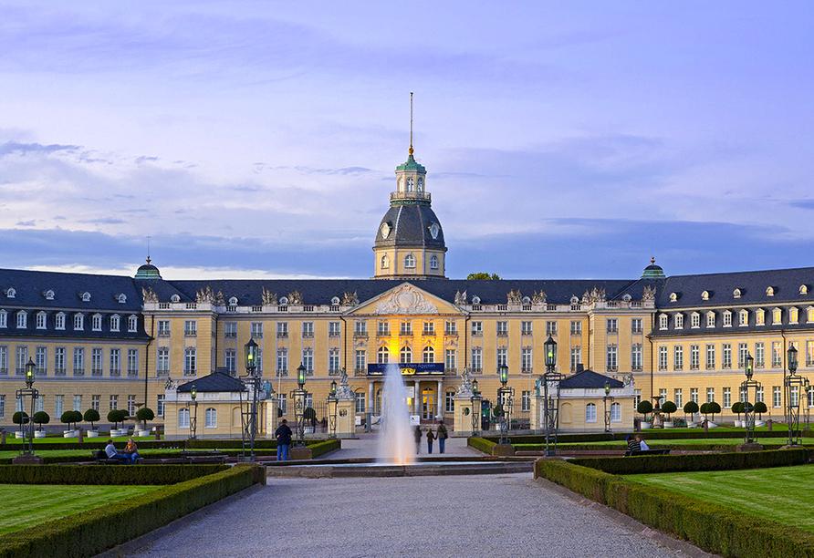 Auch Karlsruhe mit dem Schloss ist einen Besuch wert.