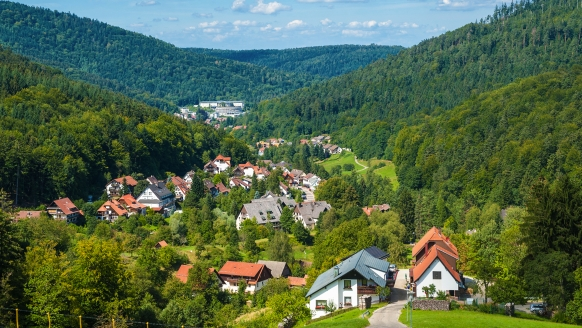 Bad Herrenalb liegt malerisch eingebettet in die Traumlandschaft des Schwarzwalds.
