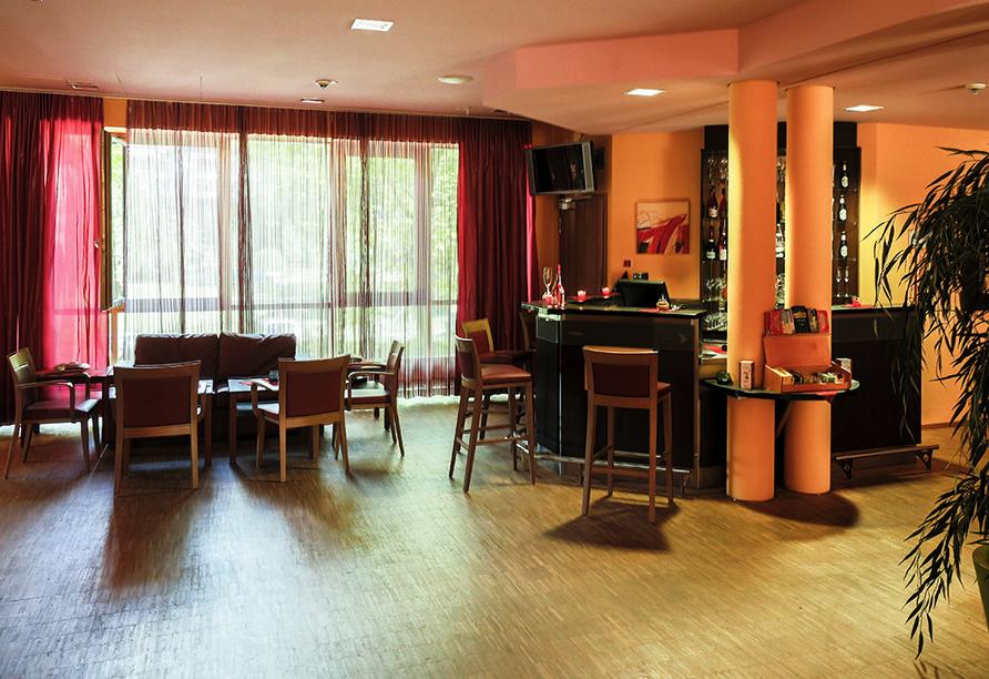 Lassen Sie einen schönen Tag entspannt an der hoteleigenen Bar ausklingen.