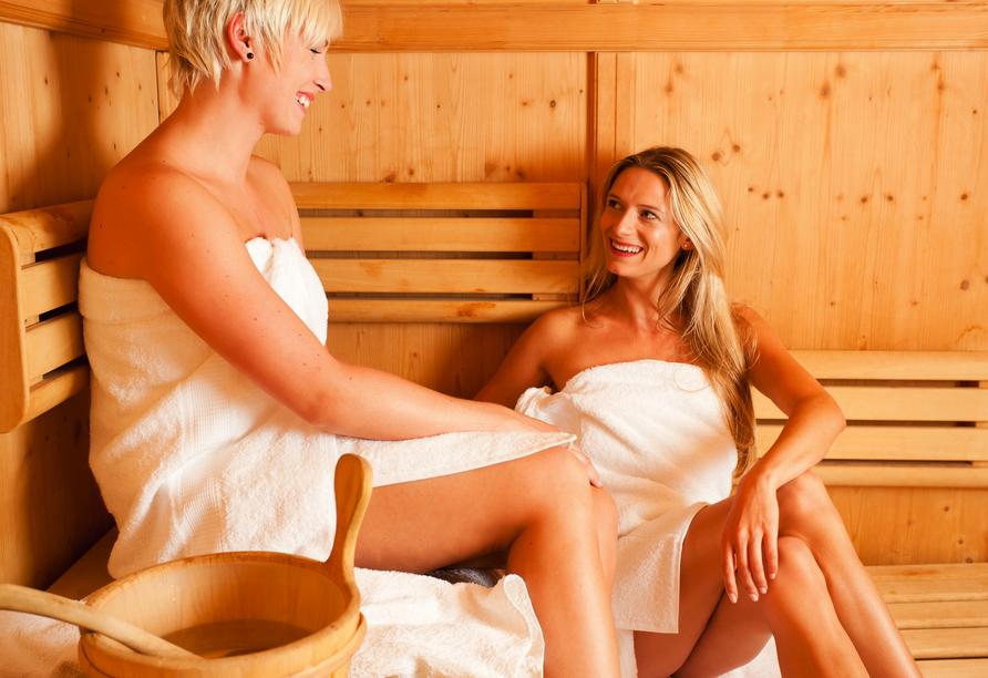 Genießen Sie entspannte Momente in der Sauna.