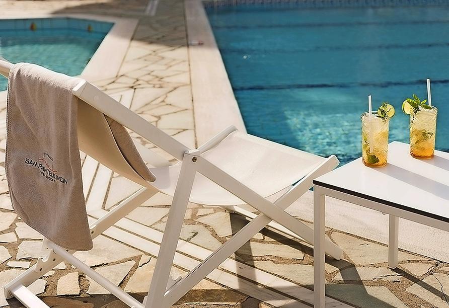 Auch direkt am Pool können Sie die erfrischenden Getränke genießen.