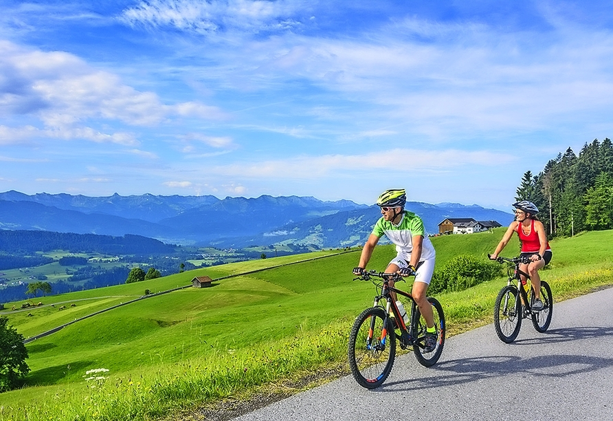 Erkunden Sie die wunderschöne Landschaft Bayerns mit dem Rad.
