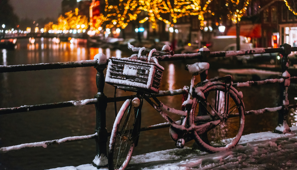 MS Asara, Amsterdam Fahrrad Winter