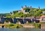Die Festung Marienberg und die Alte Mainbrücke in Würzburg