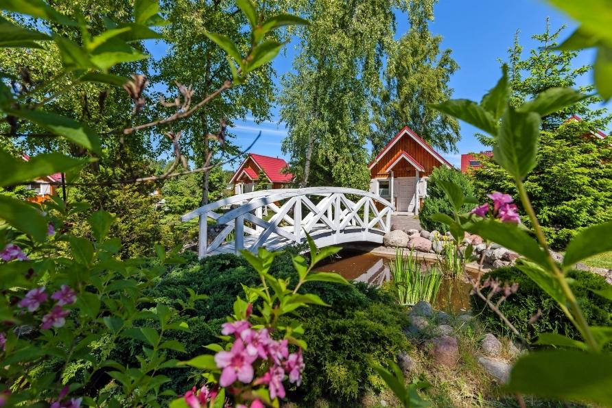 Ferienhäuser Bernstein Kur- & Wellnesszentrum in Dabki-Bobolin, Gartenanlage