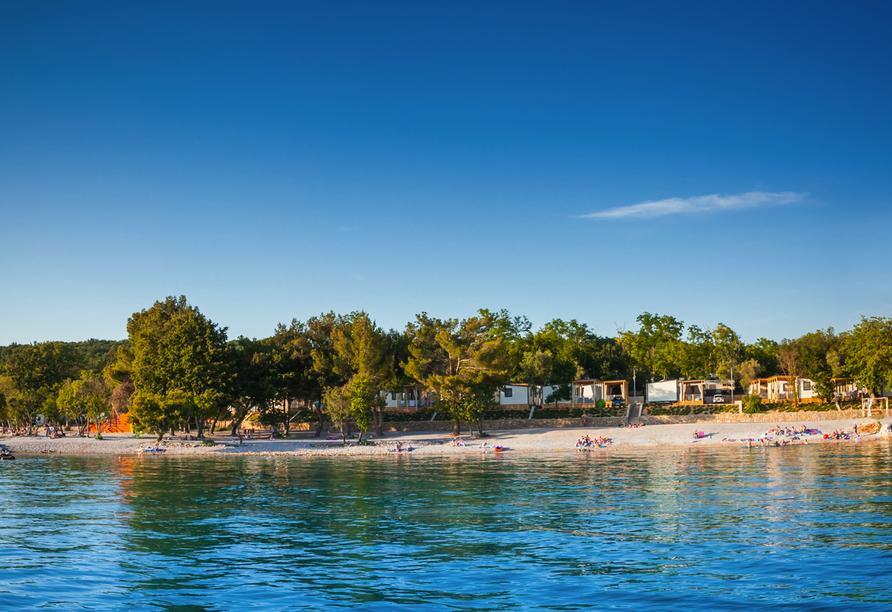 Hotel Aminess Magal in Njivice, Kroatien, Strand
