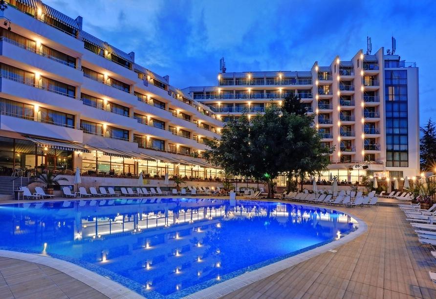 Hotel MiRaBelle Goldstrand, Pool bei Nacht