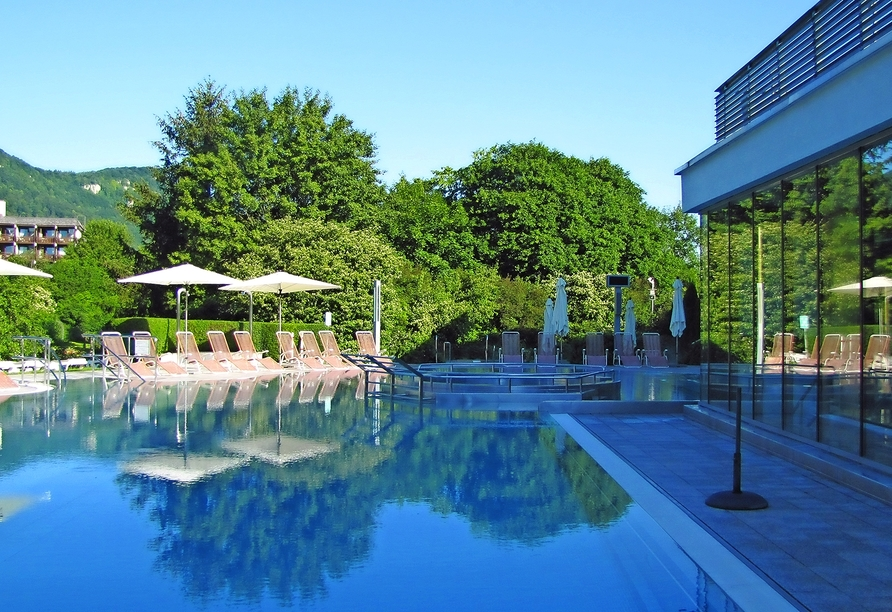 In der Badewelt der AlbTherme, die sich direkt neben dem Hotel befindet, können Sie in aller Ruhe entspannen.