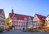Markplatz und Rathaus des Luftkurorts Bad Urach