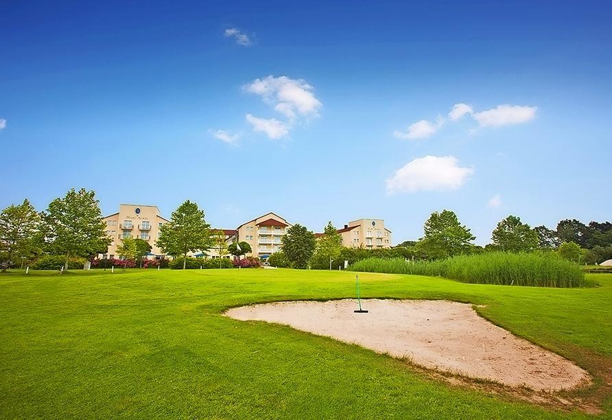 Das Dorint Marc Aurel Resort Bad Gögging bietet tolle Golf-Angebote an – ein Golfplatz liegt direkt am Hotel.