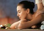 Im Hotel stehen Ihnen eine Vielzahl an Wellness- und Kosmetikanwendungen sowie einige Massagen zur Auswahl.