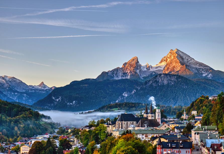 Besuchen Sie das nahegelegene Berchtesgaden mit dem imposanten Watzmann als malerische Bergkulisse.