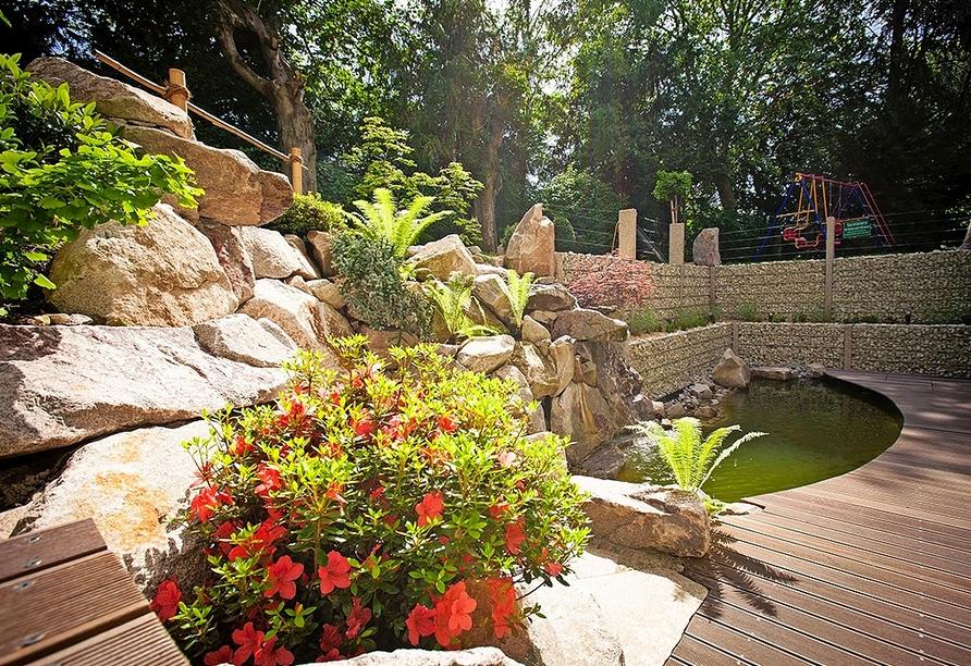 Idylle finden Sie auch im Gartenbereich mit Teich.