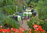Nehmen Sie im Garten Platz und genießen Sie die Ruhe.