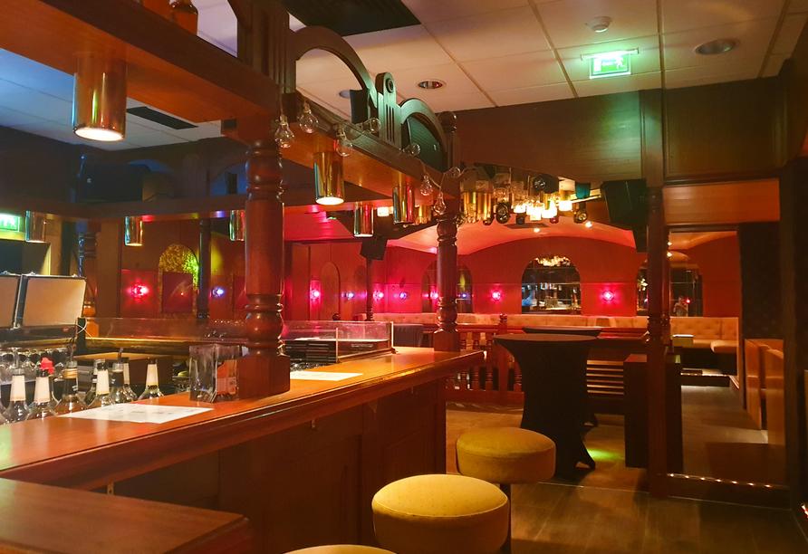 Lassen Sie den Tag bei einem leckeren Drink an der Bar ausklingen.