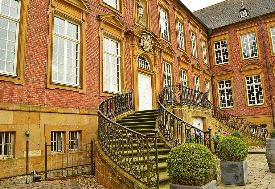 Die Hotelanlage liegt direkt vor den Toren des über 800 Jahre alten Klosters Marienfeld.