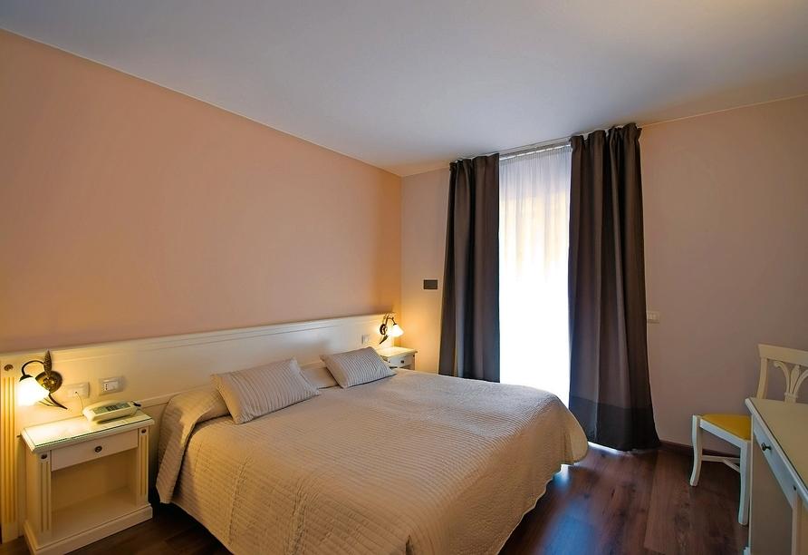 Mietwagenrundreise Norditalien, Beispiel Doppelzimmer Hotel Royal Gardasee