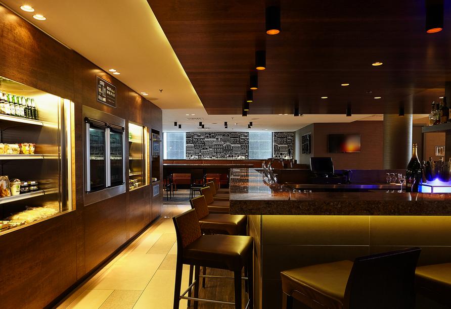 Die Bar im Hyatt Place Amsterdam Airport lädt zum Verweilen ein.