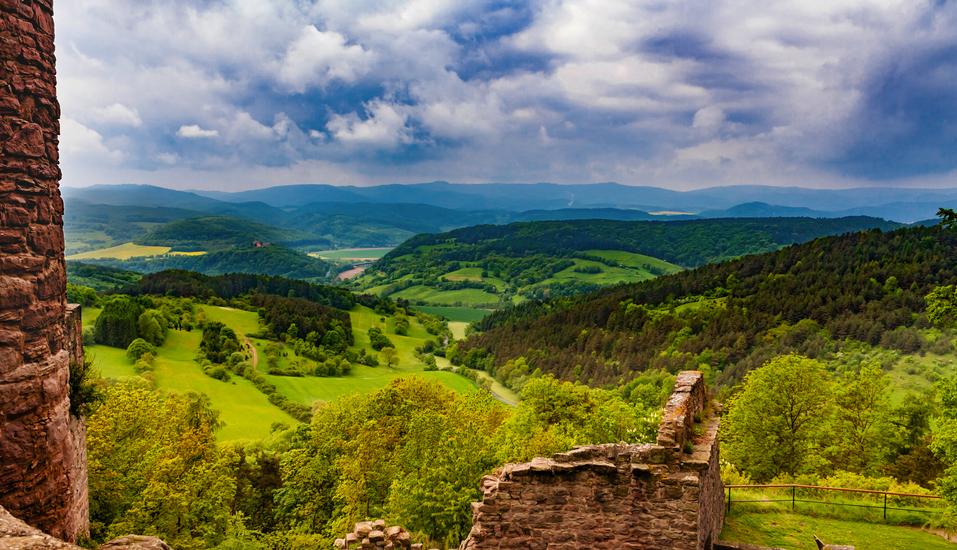Genießen Sie die sagenhaften Ausblicke über den Thüringer Wald.