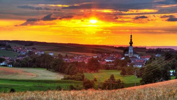 Malerischer Sonnenuntergang über Ihrem Urlaubsort Aspach.