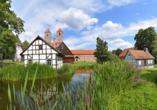 Kloster Veßra ist ein beliebtes Ausflugsziel im Werratal und schon von Weitem wegen der beiden markanten Türme sichtbar.