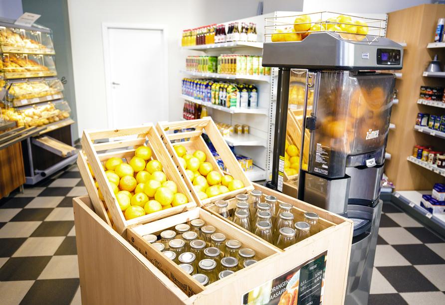 Orangensaft zum Frühstück? Den können Sie im Supermarkt frisch gepresst kaufen.