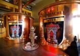 Lassen Sie sich im Heimbacher Brauhaus frisch gebrautes Bier schmecken.