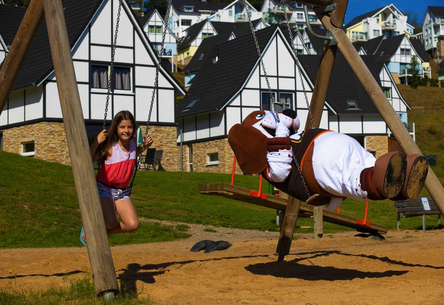 Für die jungen Gäste steht ein großer Spielplatz zur Verfügung.