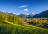 Der bliebte Ausflugsort Kitzbühel ist nur knapp 45 km von Neukirchen entfernt.