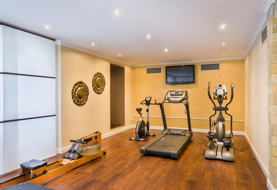 Im Fitnessbereich des Hotels können Sie körperlich aktiv werden.